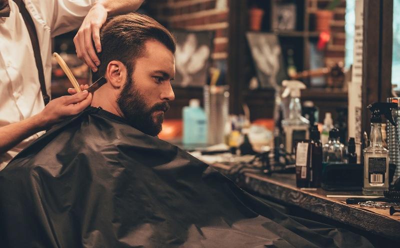 thợ cắt tóc barber chuyên nghiệp